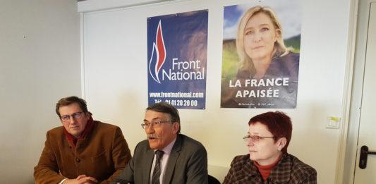 Charles de GEVIGNEY, conseiller régional du Loiret (à gauche) et Sylvie ROUXEL conseillère régionale d'Eure-et-Loir (à droite) aux côtés du Président de Groupe FN Michel CHASSIER.